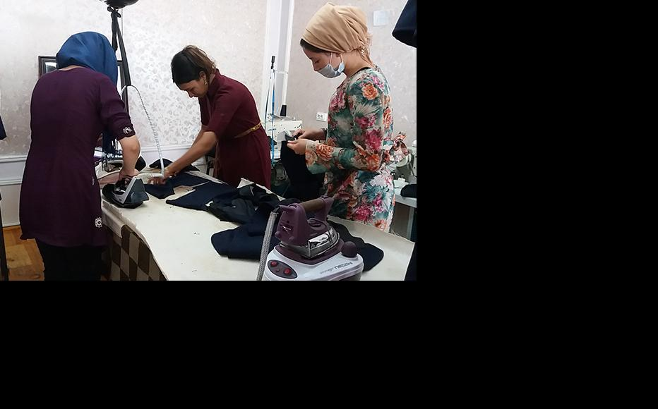 Afghan refugees in Dushanbe taking sewing courses. (Photo: CABAR/IWPR)