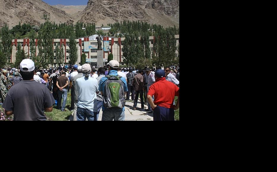 Thousands of protesters gathered in Khorog on August 22 after the killing of a well-known local figure. (Photo: IWPR)