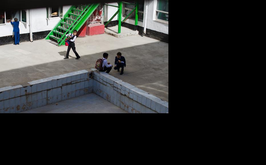 In the school yard. (Photo: Roman Buryak)