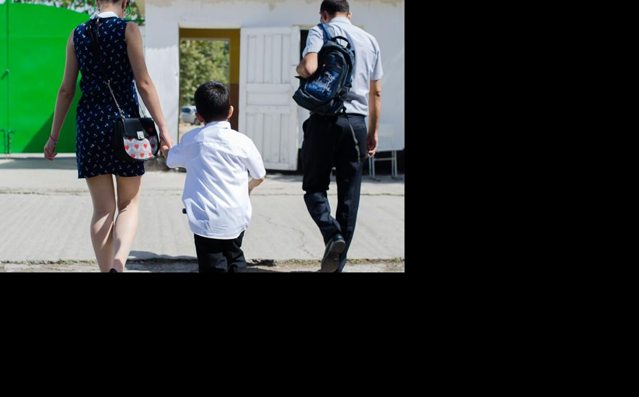 The first day of school is over. Daniil is taken home by his parents. (Photo: Roman Buryak)