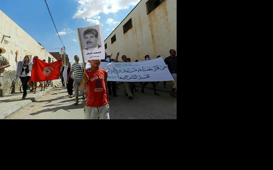 Protesters in El Reqab, central Tunisia, hold a picture of murdered politician Mohamed Brahmi. July 25, 2013. (Photo: Mohammed Jelali)