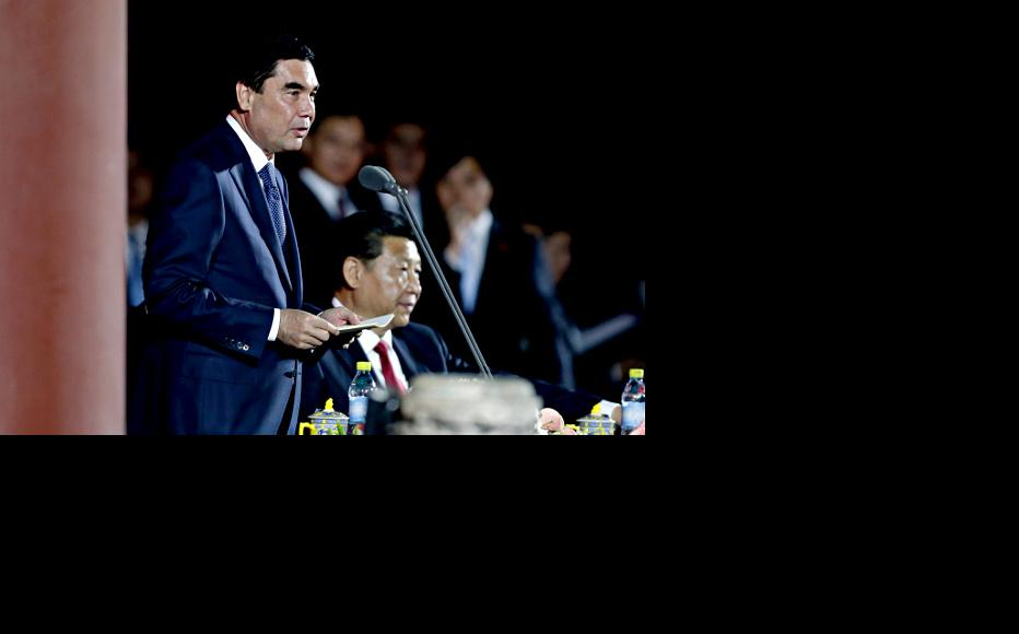 Turkmen president Gurbanguly Berdymuhamedov (left) next to Chinese leader Xi Jinping on a May 2014 visit to Beijing. (Photo: Jason Lee-Pool/copyright Getty Images)