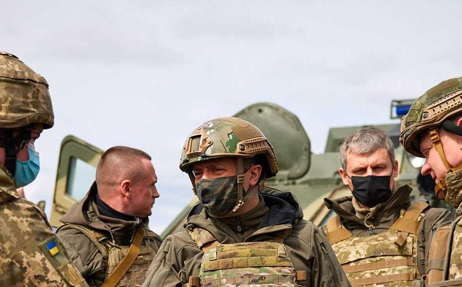 President Volodymyr Zelenskyy visits Ukrainian positions on the front line, 8 April 2021.