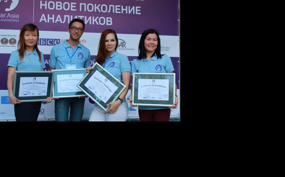"""IWPR's """"training for trainers"""" workshop for a group of Uzbek editors and journalism teachers. (Photo: CABAR)"""