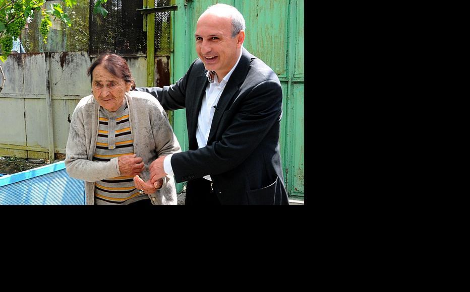 New Georgian prime minister Vano Merabishbili meeting the locals in an area near Tbilisi. (Photo: Georgian government)