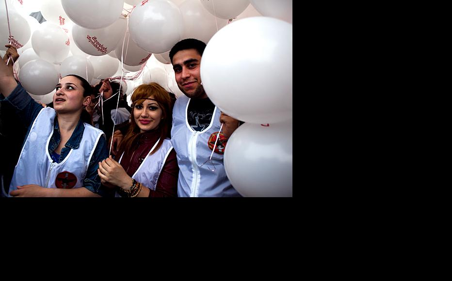Young people file into the square holding balloons. (Photo: Inna Mkhitaryan)