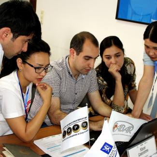 A training session by Central Asian Bureau for Analytical Reporting, a project of IWPR.