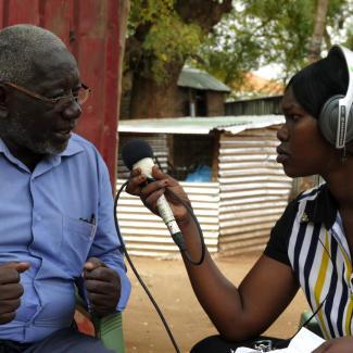 IWpR trainee conducting an interview for Nadhrat al-Shafafa radio in South Sudan.