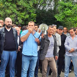 Peaceful protest in front of the parliament of the breakaway Abkhazia. Mizan Zukhba and Teimuraz Khishba, leaders of the opposition party Amtsakhara addressing their supporters. (Photo: Anaid Gogoryan/IWPR)