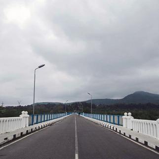 Enguri bridge crossing into Abkhazia. (Photo: Tamuna Shonia)