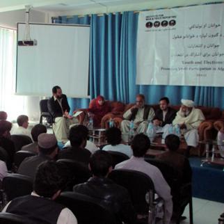 IWPR debate in Kandahar, November 9, 2015. (Photo: IWPR)