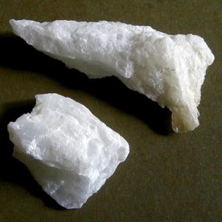 Talc, a mineral made up mainly of the elements magnesium, silicon and oxygen. (Photo: Wikimedia Commons)