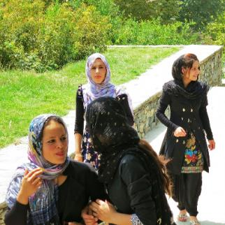 Afghan women in Bagh-e-Babur, Kabul (Photo: Ninara/Wikimedia)