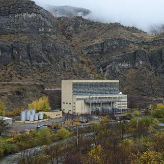 Environmentalists fear that too many hydroelectric dams will destroy Armenia's ecosystem. This is the Tatev power station in the south of the country. (Photo: Photolure agency)