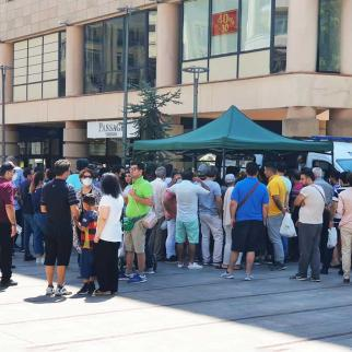 Residents of Iran in queues in front of mobile clinics in Yerevan awaiting their turn on 21 July 2021.