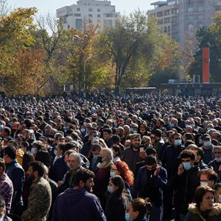 A crowd of protesters gather to demand the resignation of Armenian Prime Minister Nikol Pashinyan on November 11, 2020 in Yerevan, Armenia. (Photo: Alex McBride/Getty Images)