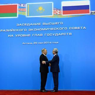 Armenian president Serzh Sargsyan (right) with his Kazak counterpart Nursultan Nazarbaev at the Astana summit, May 29, 2014. (Photo: Armenian president's website)