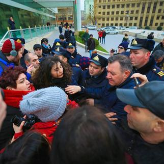 Police clash with women marching on the International Women's Day in Baku. (Photo: AzadliqRadiosu)