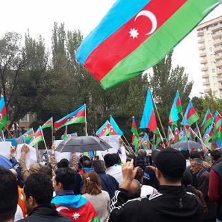 """People protest against the amendments to the Constitution, which """"will make the republic to the monarchy"""". (Photo: Kamala Allahverdiyeva)"""