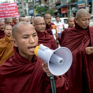 Buddhist monks demonstrate against the UN and the return of Rohingya Muslims, May 2015. (Photo: Jonas Gratzer/Getty Images)