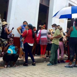 Since the arrival of the pandemic in Cuba, the country has been experiencing a worsening shortage of basic products, which translates into longer queues than usual.