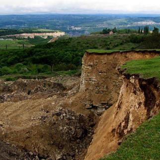 Open-cast manganese mine at Rgani. (Photo: Oliko Tsiskarishvili)