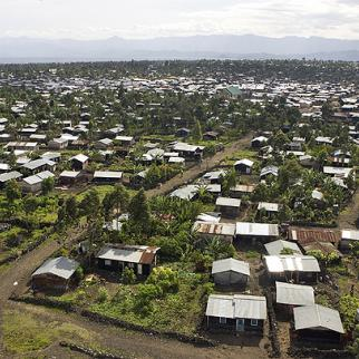 Many Goma residents have put up homes wherever they can in this sprawling city. (Photo: UN Photo/Marie Frechon)