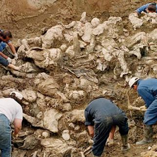 Exhumation from Tomasica mass grave near Prijedor. (Photo: ICTY)
