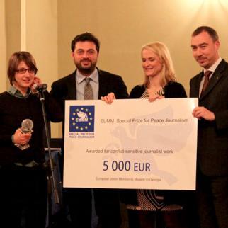 (Left to right) Prizewinning journalist Olesya Vartanyan, IWPR Caucasus Programme Director Beka Bajelidze, EUMM Chief of Press and Public Information Unit Ann Vaessen, EUMM head Toivo Klaar. (Photo: IWPR)