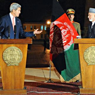US Secretary of State John Kerry and President Hamed Karzai in Kabul, October 12, 2013. (Photo: US State Department/Flickr)