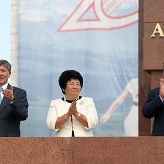 Kyrgyz president Roza Otunbaeva (centre) with Prime Minister Almazbek Atambaev (left) and the speaker of parliament Ahmatbek Keldibekov, at celebrations to mark the 20th anniversary of independence. Otunbaeva is not standing in the October 30 presidential election, but Atambaev is among twenty candidates. (Photo: Igor Kovalenko)