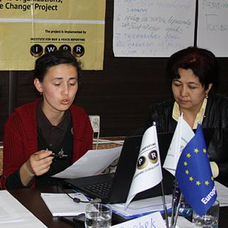 IWPR training event in Osh, April 2015. (Photo: IWPR)