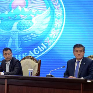 Ex president Sooronbay Zheenbekov (right) and prime minister, acting president Sadyr Zhaparov. (Photo: President's press service)