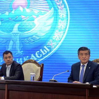 Ex president Sooronbay Zheenbekov (right) and prime minister, acting president Sadyr Zhaparov. (Photo: President's press service)