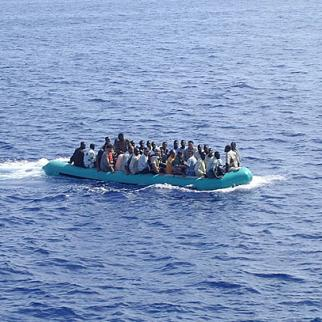 A boat carrying migrants heads for Lampedusa. (Photo: Micniosi/Wikimedia)