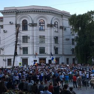 June 2018, Chisinau, Moldova, demonstrators protest the unfair annulment of the results of the mayoral elections in front of the Supreme Court of Justice. (Photo: IWPR Moldova)