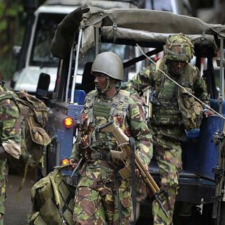 Kenyan troops deploy at the shopping mall. (Photo courtesy of Capital FM)