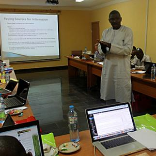 IWPR training session in Nigeria led by Dayo Aiyetan. (Photo: IWPR)