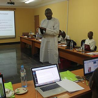 IWPR training session in Nigeria lead by Dayo Aiyetan. (Photo: IWPR)