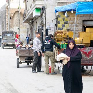 A woman sells bread on the streets of Aleppo. (Photo: Hussam Kuwaifatiyeh)