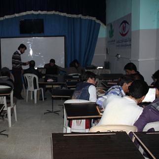 Students attend a computer training course. (Photo: Maha al-Ahmad)