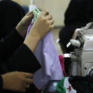 Teaching sewing in the Darna workshop located in the al-Mashahd neighbourhood in Aleppo. (Photo: Mujahid Abu al-Jud)
