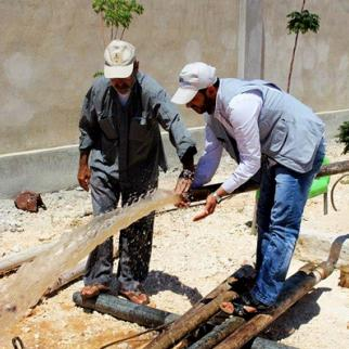 Fixing the water supply for homes in Kafr Nabl. (Photo: Nisreen al-Ahmad)
