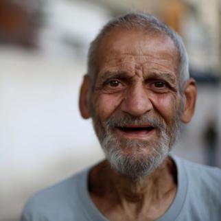 An elderly man from Zamalka. (Photo: IWPR)