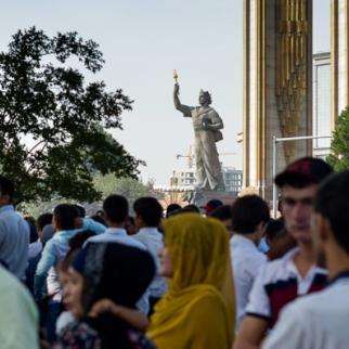 Ismoil Somoni monument in Dushanbe. (Photo: Roman Buryak/IWPR)