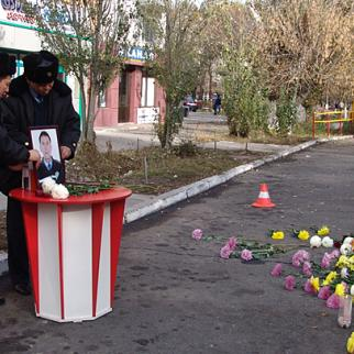 This is the spot where police captain Gaziz Baytasov, the last of seven people killed, died when the gunman blew himself up. (Photo: Larisa Taranova)