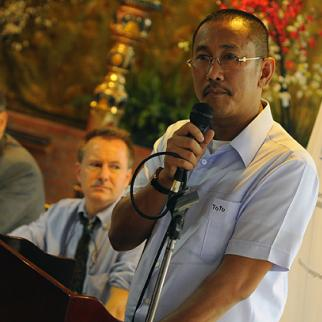 Magunidano Governor Esmael Mangudadatu, who lost several members of his family in recent killings, speaking at launch of IWPR project. (Photo: Jes Aznar)