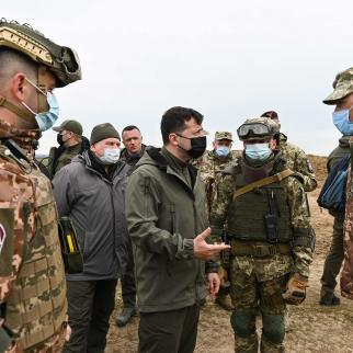 President Volodymyr Zelenskyy visits Ukrainian positions on in the Kherson region, 27 April 2021.