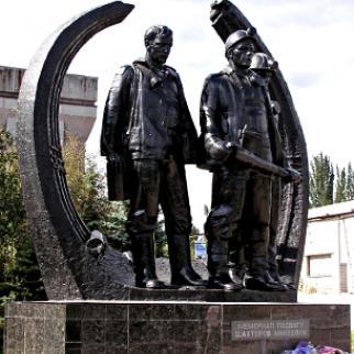 Memorial to the coalminers of Makiyivka. (Photo: Andrew Butko/Wikimedia Commons)