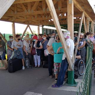 At the Stanytsia Luhanska checkpoint, people who arrived from the Luhansk side are waiting for Ukrainian border guards' permission to enter the Ukrainian-controlled territory. (Photo: The Right to Protection NGO)